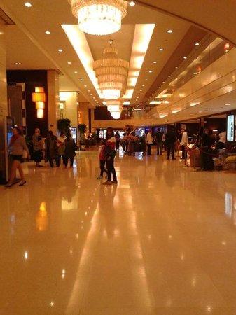 Century Plaza Hotel : Ground Floor Lobby