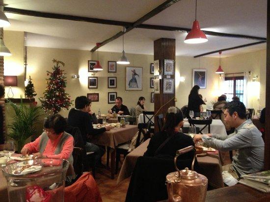 restaurant busy