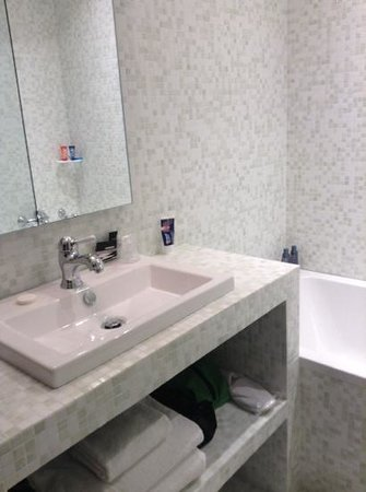 Hotel du Continent : bathroom