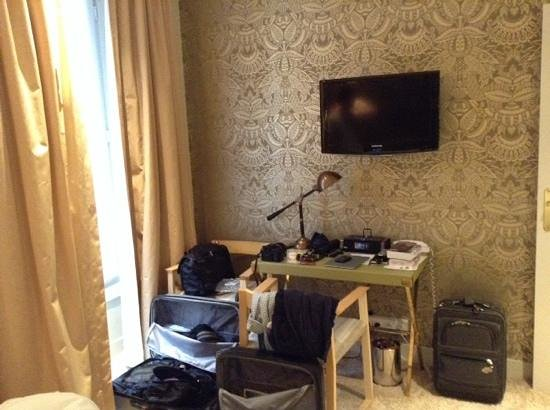 Hotel du Continent: room