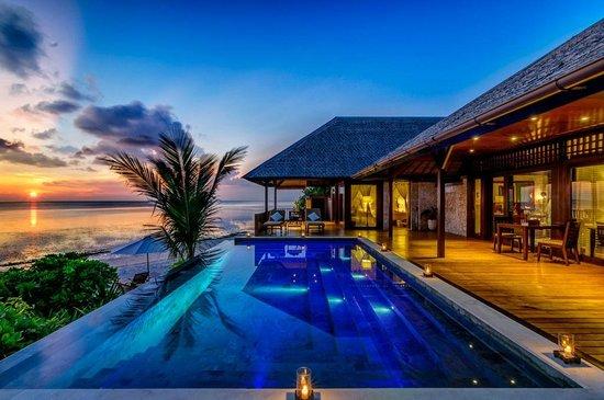 Wakatobi Dive Resort: Wakatobi Villa one pool and view
