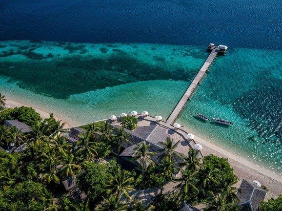 Wakatobi Dive Resort: View of Wakatobi Longhouse and jetty over the House Reef
