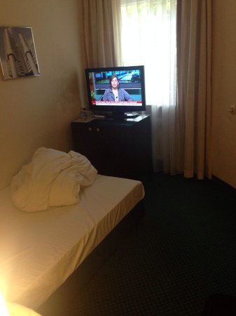 Fleming's Hotel München-Schwabing: Camera un po' piccola.