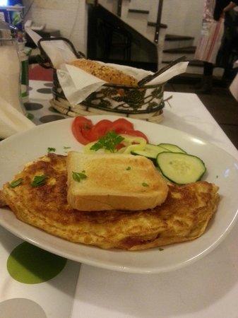 Halvat Guesthouse : breakfast at halvat