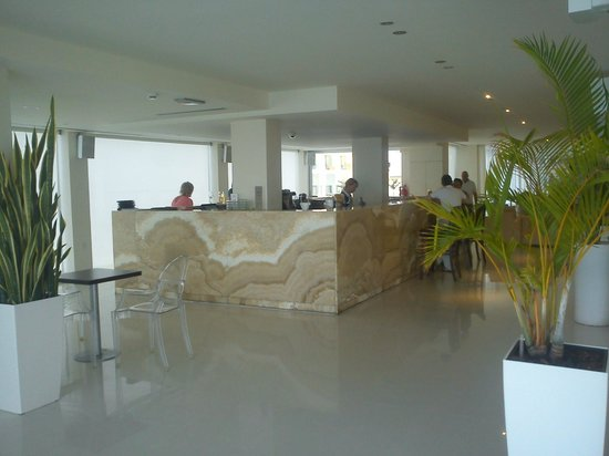 Vrissiana Beach Hotel: Lobby bar