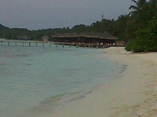 Kuramathi Island Resort: Une autre plage de l ile