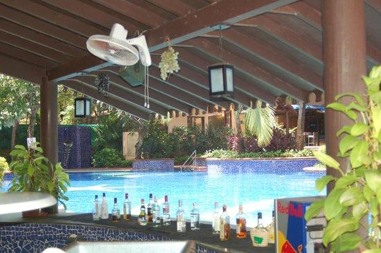 Lemon Tree Amarante Beach Resort, Goa : Swimming Pool..