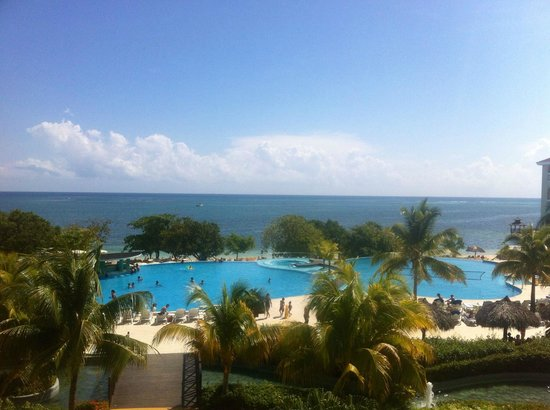 Iberostar Rose Hall Beach Hotel: View from the lobby