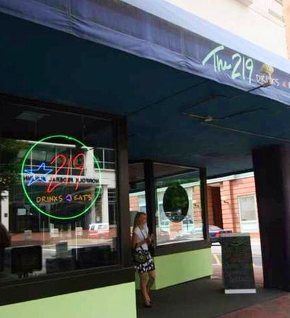 219 An American Bistro: Best Happy Hour on Granby Street!!