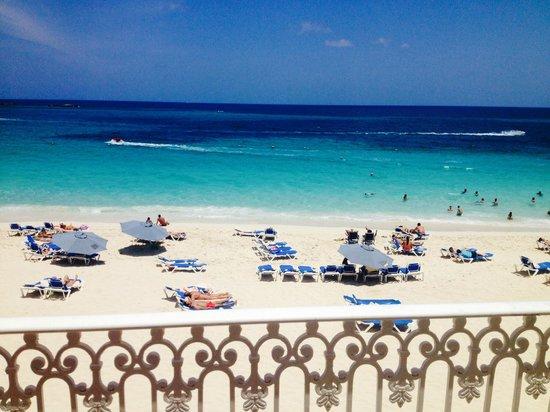 Hotel Riu Palace Paradise Island : Clear Water
