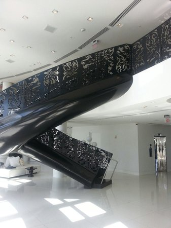 Mondrian South Beach Hotel: Floating staircase