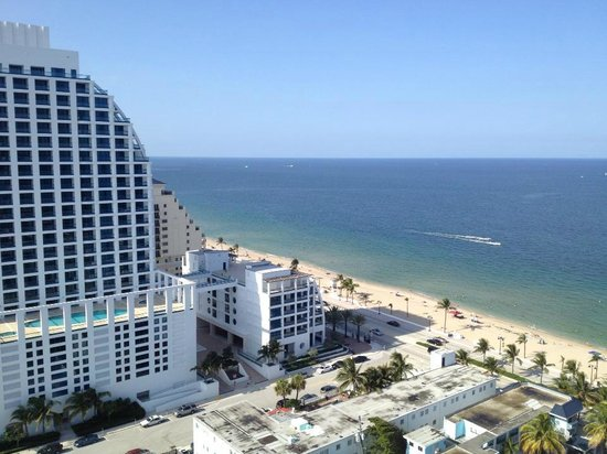 Hilton Fort Lauderdale Beach Resort: with a beach view two views in one room