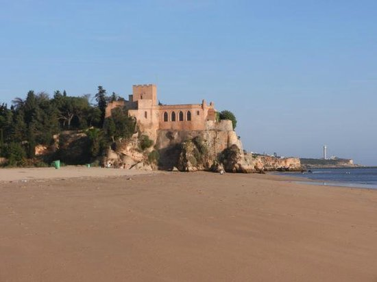 Ferragudo Castle, near Club Nau