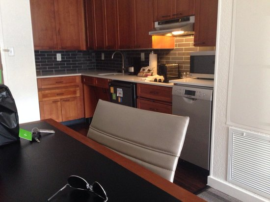 HYATT house Parsippany-East: Studio kitchen