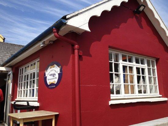 The Boatyard Restaurant: Cute exterior