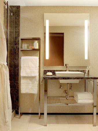 Moonrise Hotel : Guestroom Bathroom