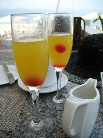 Hilton Puerto Vallarta Resort: Mimosas at breakfast