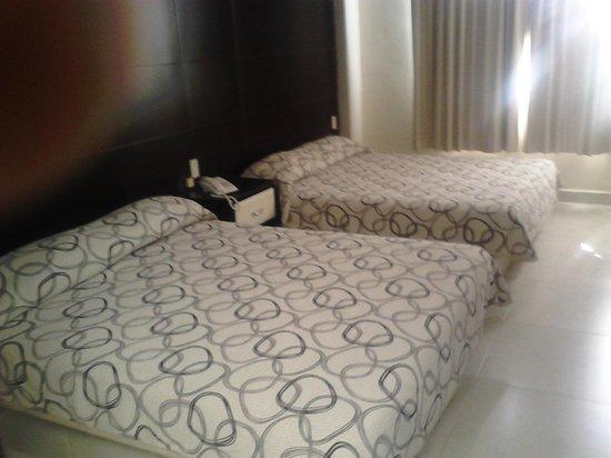 Hotel La Torre San Francisco: habitación con dos camas queen size