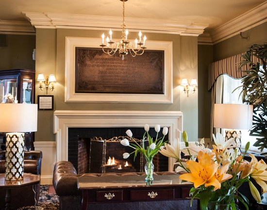 The Bethel Inn Resort : Comfortable, country elegant atmosphere with fireplace
