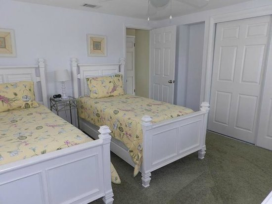 Island House Beach Resort: Guest bedroom