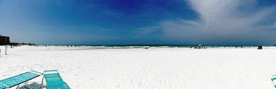 Island House Beach Resort : Beach