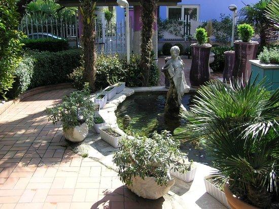 B&B Villa Lilla: Милейший дворик