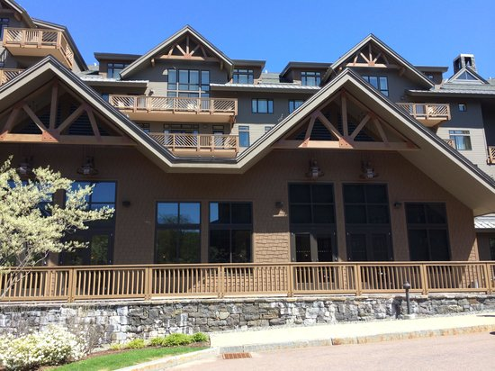 Stowe Mountain Lodge : hotel front entrance