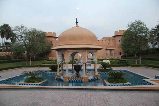 The Oberoi Rajvilas : Entrance hotel
