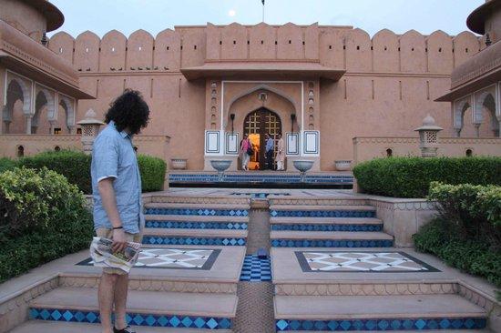 The Oberoi Rajvilas : Entrance to hotel