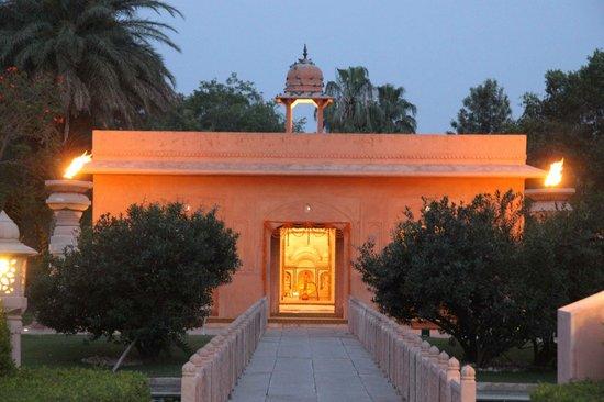 The Oberoi Rajvilas : Entrance to diner room