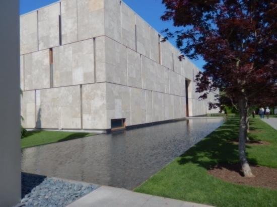 The Barnes Foundation: Near the entrance