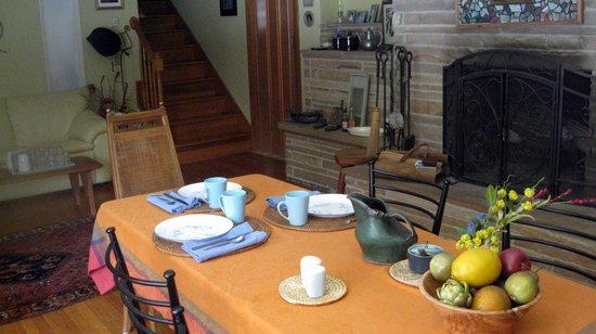 Little River Bed & Breakfast: Breakfast Room
