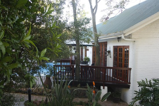 Rivonia Bed & Breakfast : Breakfast at the poolside