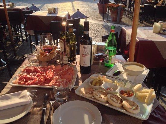 Café Italia: kleines Plättchen. . .