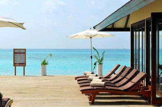 Atmosphere Kanifushi Maldives: Pool side