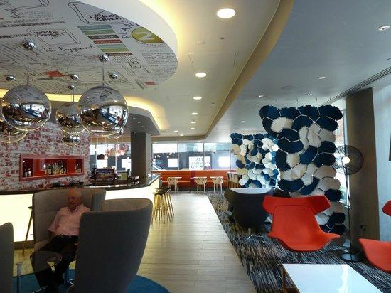 Ibis London City-Shoreditch : Hall con bar