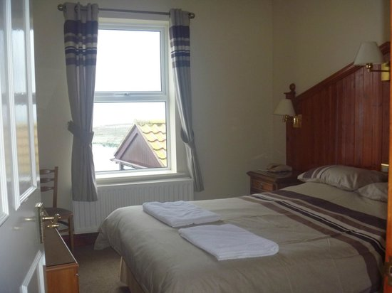 The Olde Ship Inn: The bedroom of the Harbour View A Suite