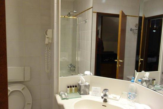 Corinthia Hotel St. Petersburg: banheiro