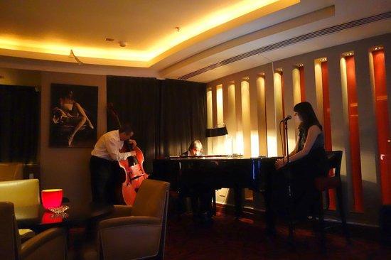 Corinthia Hotel St. Petersburg: Bar com musica ao vivo