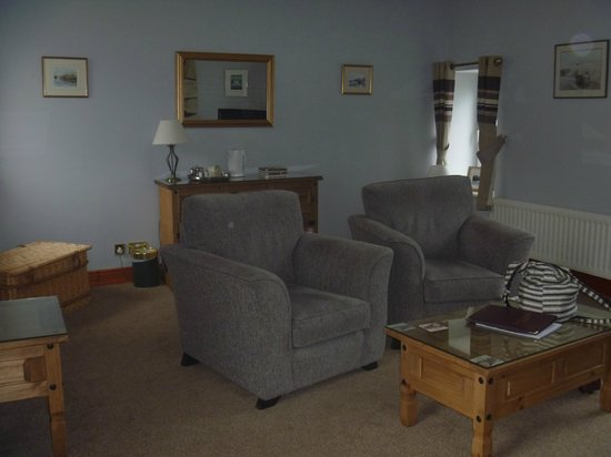 The Olde Ship Inn: The sitting area of the Harbour View A Suite