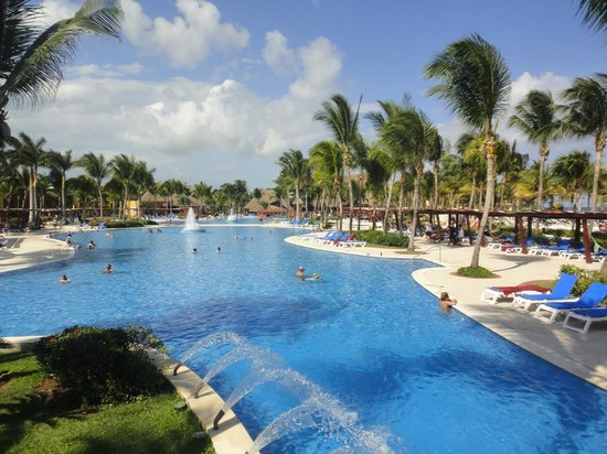 Barcelo Maya Colonial: colonial and tropical pool