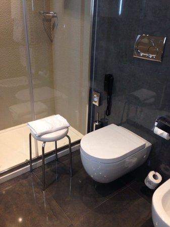Uptown Palace: Salle de bain chambre supérieur
