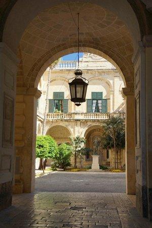 Grandmaster's Palace : wejście