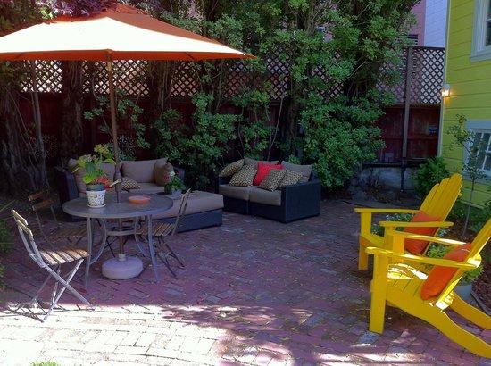 Parker Guest House: Delightful garden