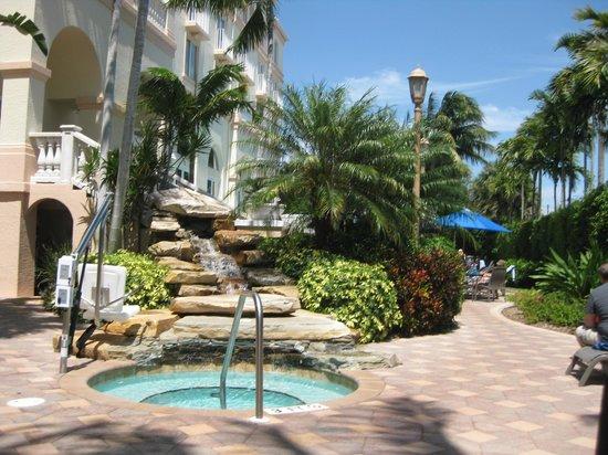 Hilton Naples : Pool Area