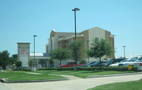 Holiday Inn Express Suites Baytown: Street View