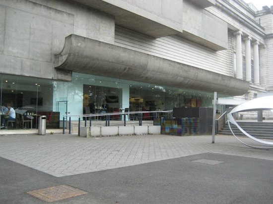 Ulster Museum : Outside