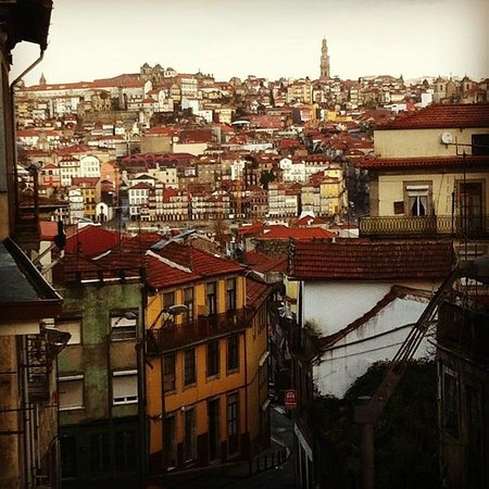 Gaia Porto Hostel : View from our room!