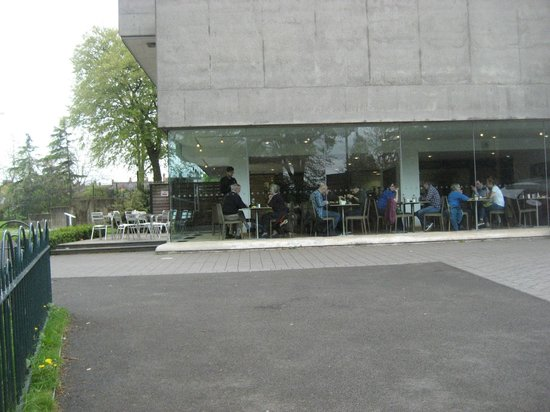 Ulster Museum : Outdoor seating