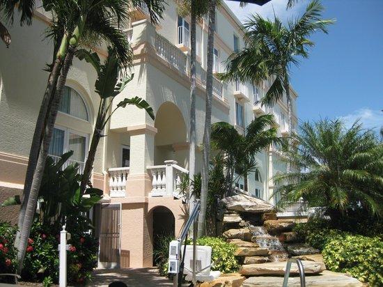 Hilton Naples : The Building